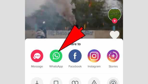 Pilih-share-to-Whatsapp-atau-bagikan-ke-Whatsapp-untuk-membagikan-video-tersebut-ke-Whatsapp